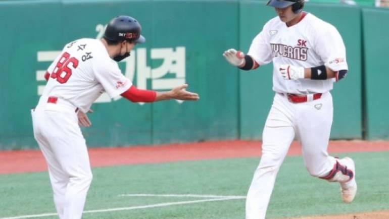 SK 이흥련, 트레이드 후 2경기 연속 홈런… 이적 효과 톡톡